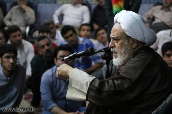 Photos/ professor Ansarian,s lectures in the Husseinieh of Maktab Al-zahra in Mashhad